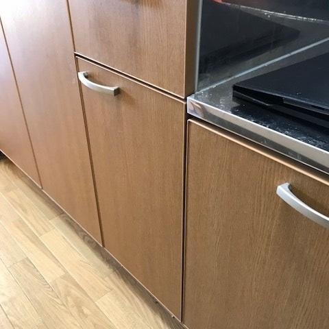 キッチン 収納扉シート貼り